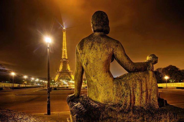 Le pouvoir de la bague avec une vue de Paris
